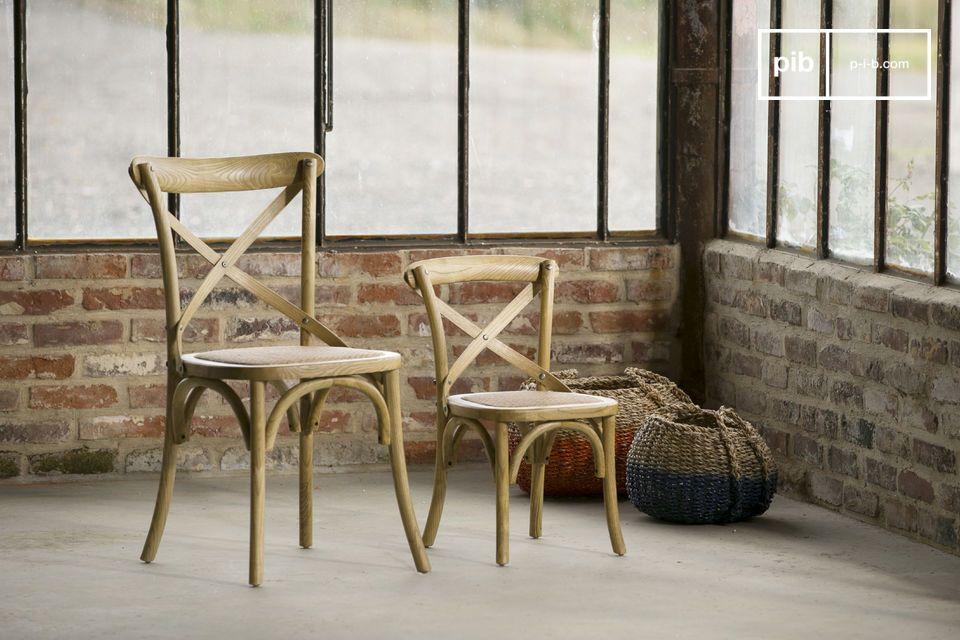 La sedia Pampelune è un bellissimo mobile dallo stile country chic