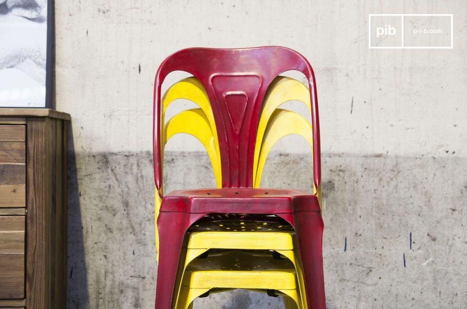 Sei indeciso su quale sedia comprare per il tuo arredamento? Opta per una leggera e robusta sedia in