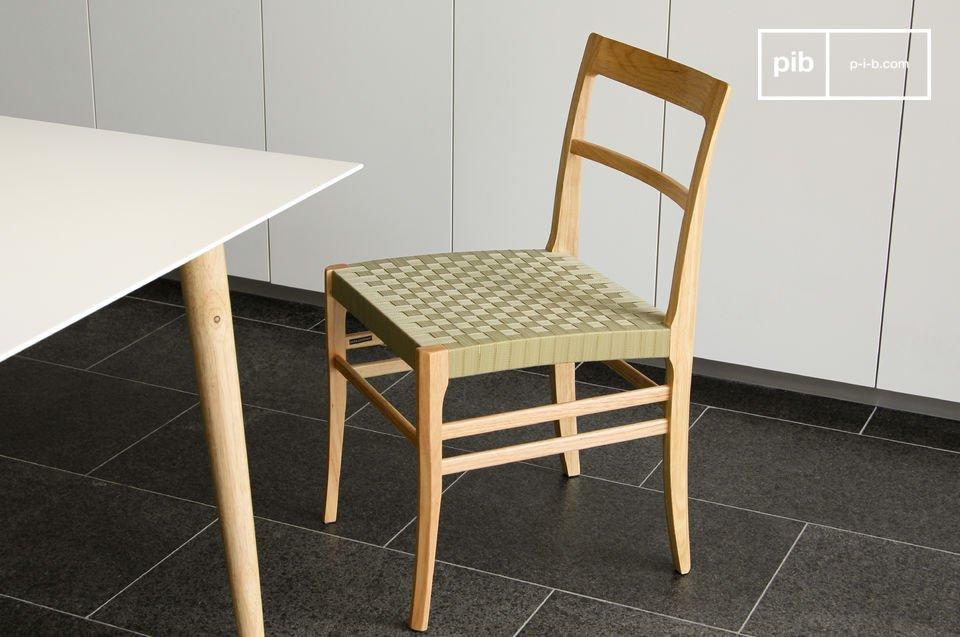 La solida sedia Samoht è la perfetta combinazione di robustezza e leggerezza