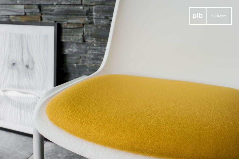 Una sedia dal design retro per un tocco di colore luminoso