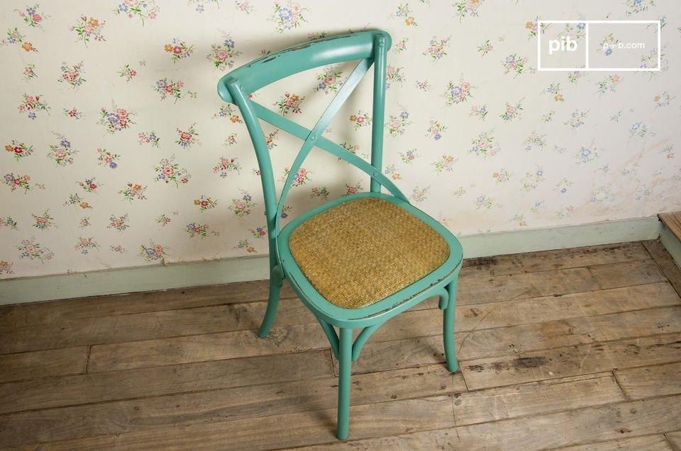 Scegli queste sedie in legno per un tocco di fascino retrò accanto al tuo tavolo