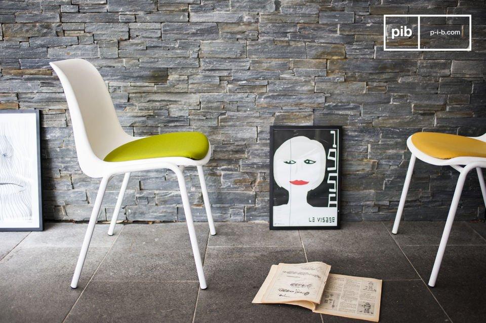 Una sedia dal design retro che porterà un tocco di colore