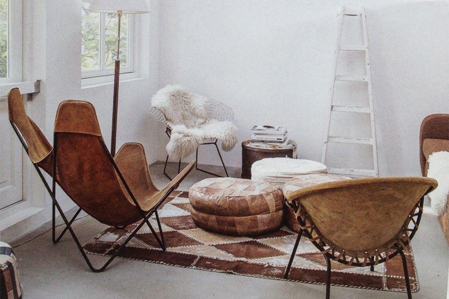 sedie di pelle con ambiente scandinavo
