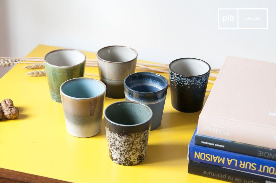 Un set di 6 tazze in ceramica che attingono il loro stile dai piatti degli anni 70