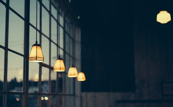serie di lampade con atmosfera accogliente