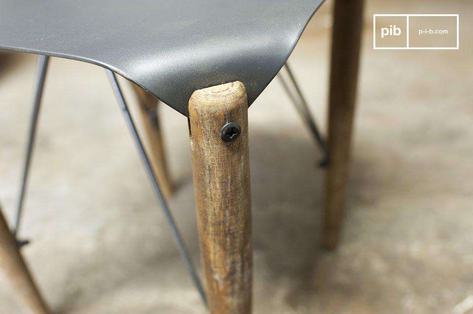 Sgabello o tavolino dallo stile retro