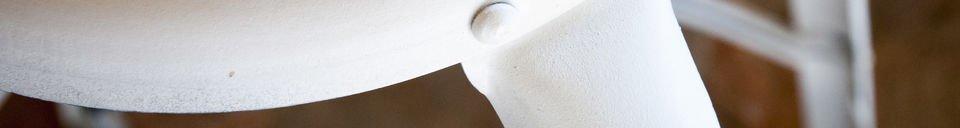 Materiali prima di tutto Sgabello da bar bianco con rivetti a vista