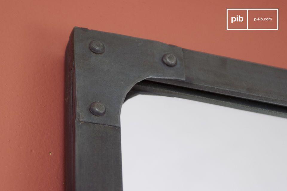 Appendilo verticalmente su una parete o adagialo sopra un mobile