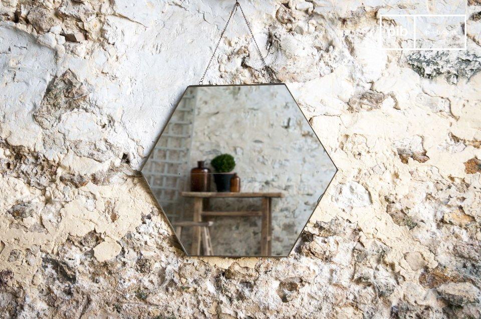 Uno specchio semplice in un design vintage