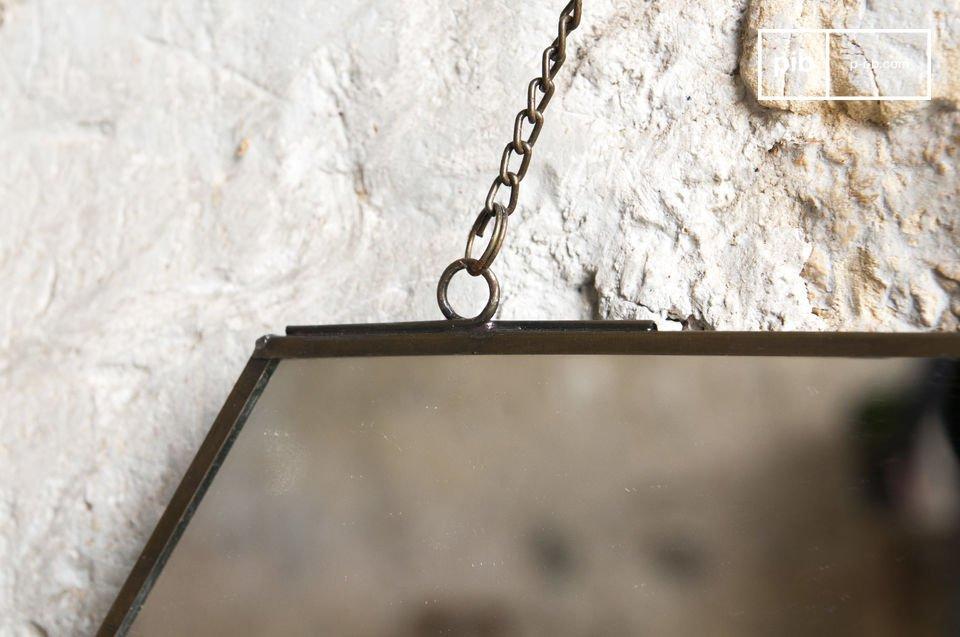 Lo specchio Solliès-Pont è un accessorio molto semplice per la decorazione della parete