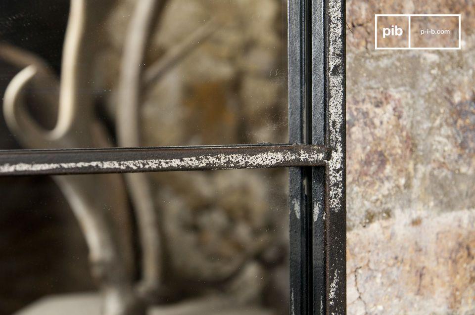 Specchio con cornice in metallo di design industriale
