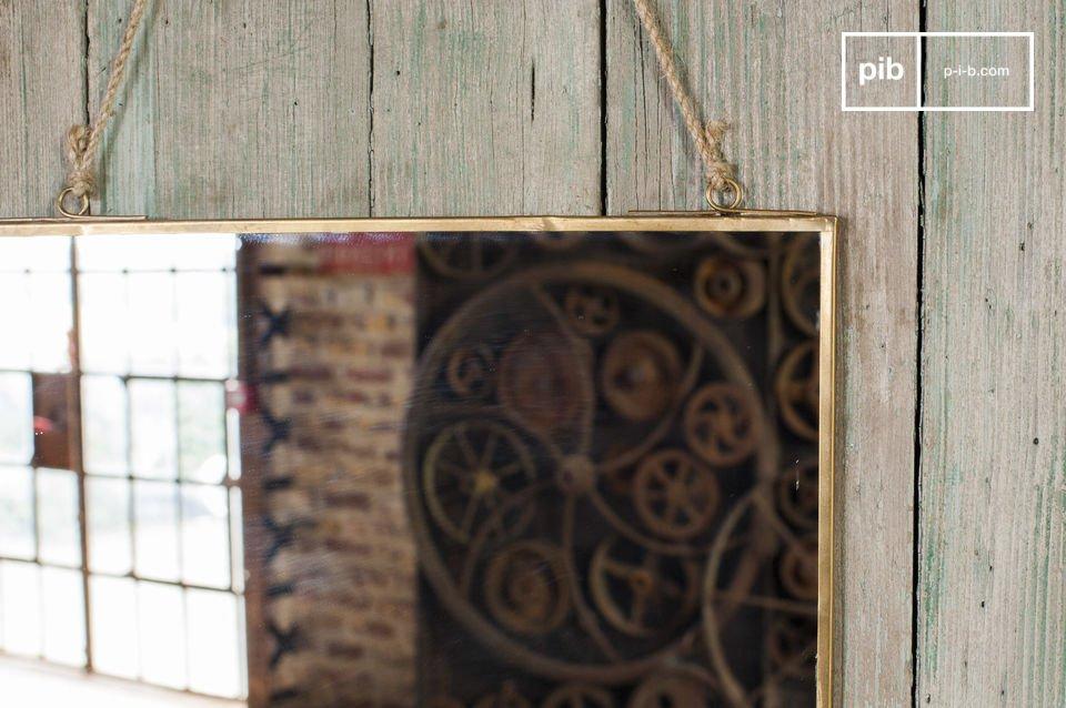 Specchio industriale dal sobrio design vintage