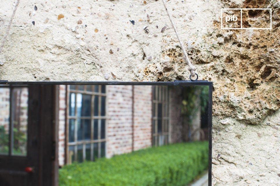 Specchio rettangolare dal design sobrio e vintage
