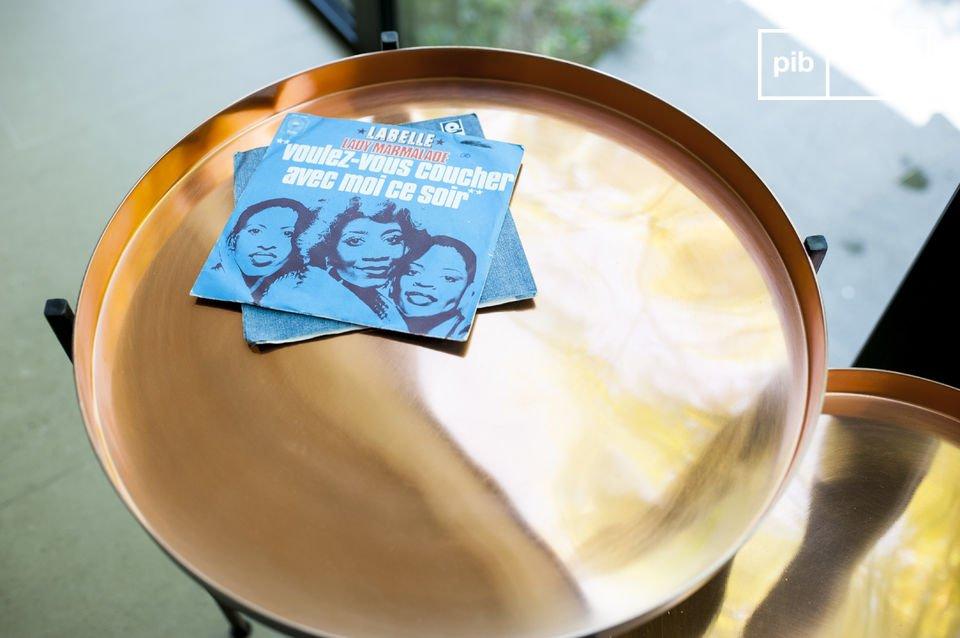 Il tavolino a due pezzi Lloyd realizzato in metallo è un\'ottima scelta non solo per il suo