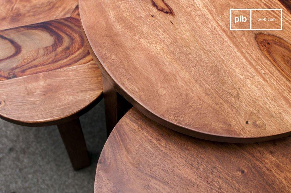 Il tavolino a tre ripiani Roza sarà un complemento d\'arredo perfetto per casa tua