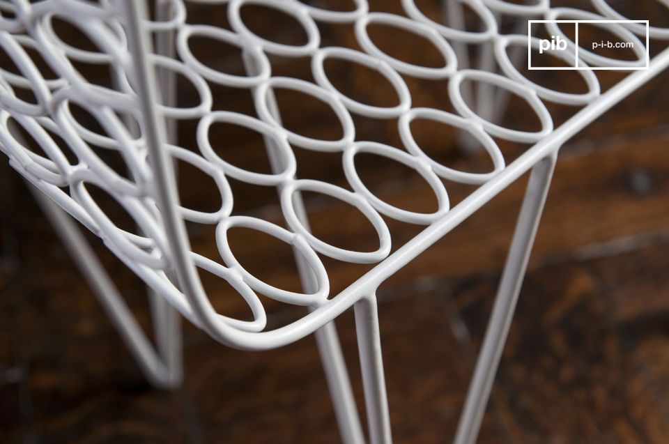 Il tavolino Andover è un pezzo d\'arredamento che mostra orgoglioso la leggerezza della sua