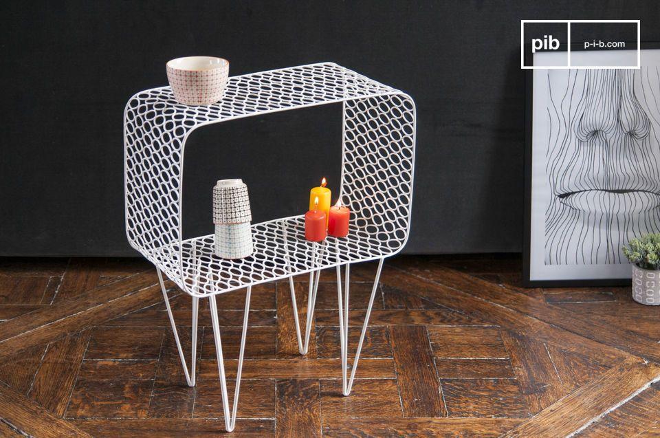 Il tavolino Andover è interamente fatto in metallo verniciato con un elegante bianco