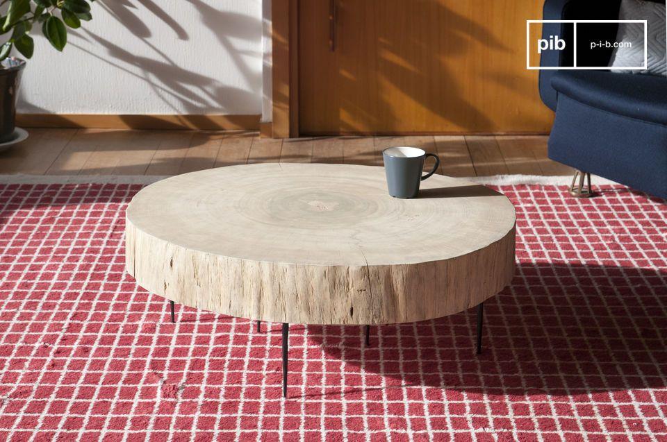 Il tavolino basso di tronco d\'albero Natural Luka con il suo piano rotondo a tronco pieno colpisce