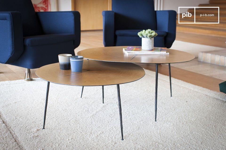 Tavolo grafico dalle linee leggere che abbina legno e metallo