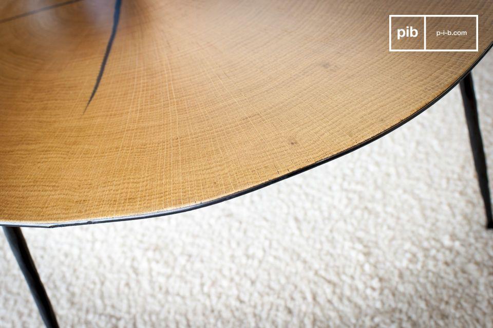 La struttura del taglio è ben proposta e le costole in legno sono visibili per garantire un