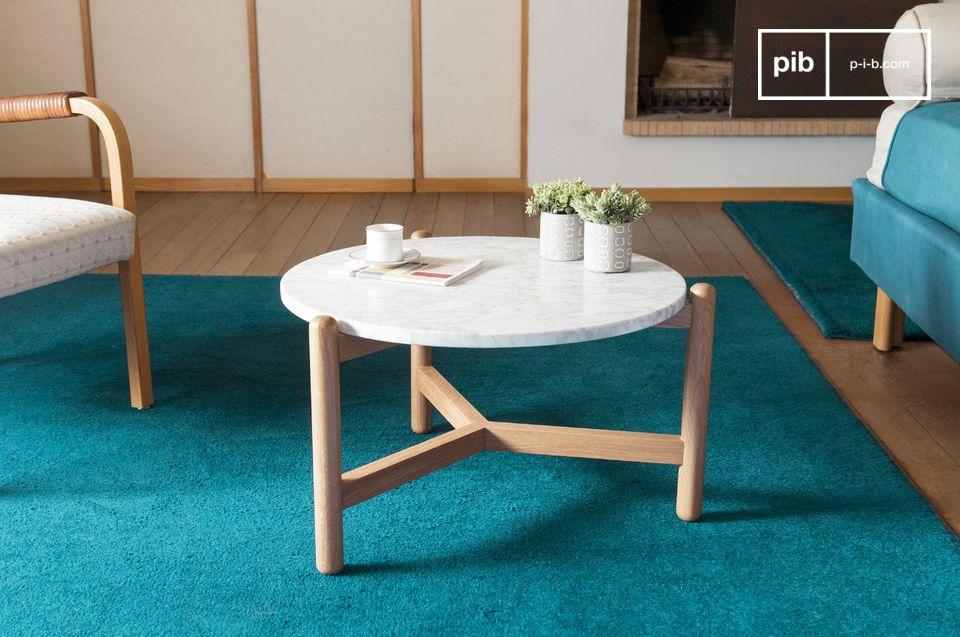 Il tavolino Västra mostra forme morbide e arrotondate