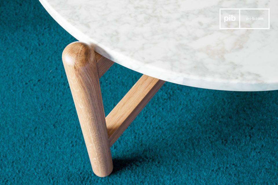 La dolcezza delle forme arrotondate associata ai toni chiari dei materiali