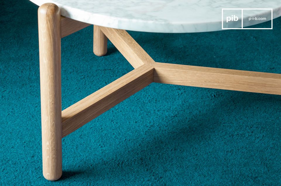 Realizzato in legno massello di rovere