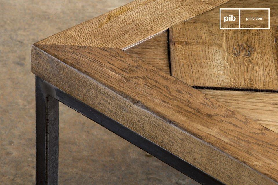 Il tavolino da divano Queens è un mobile in stile vintage che offrirà charm ed eleganza al vostro