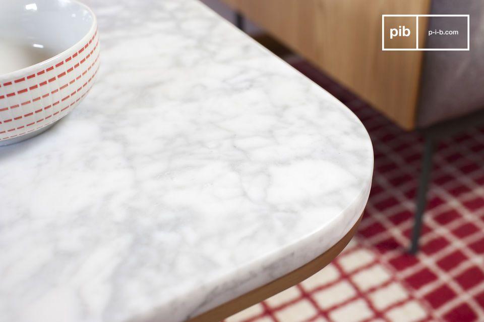 Appartenente ai modelli di tavolini da salotto vintage