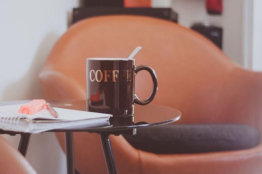 tavolino con caffe