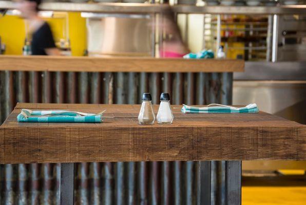 tavolino con sale e pepe