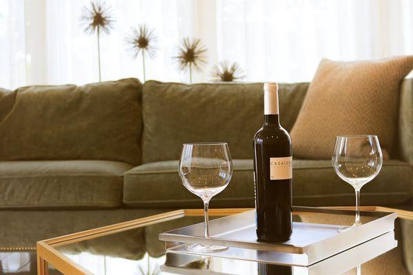 tavolino con vino