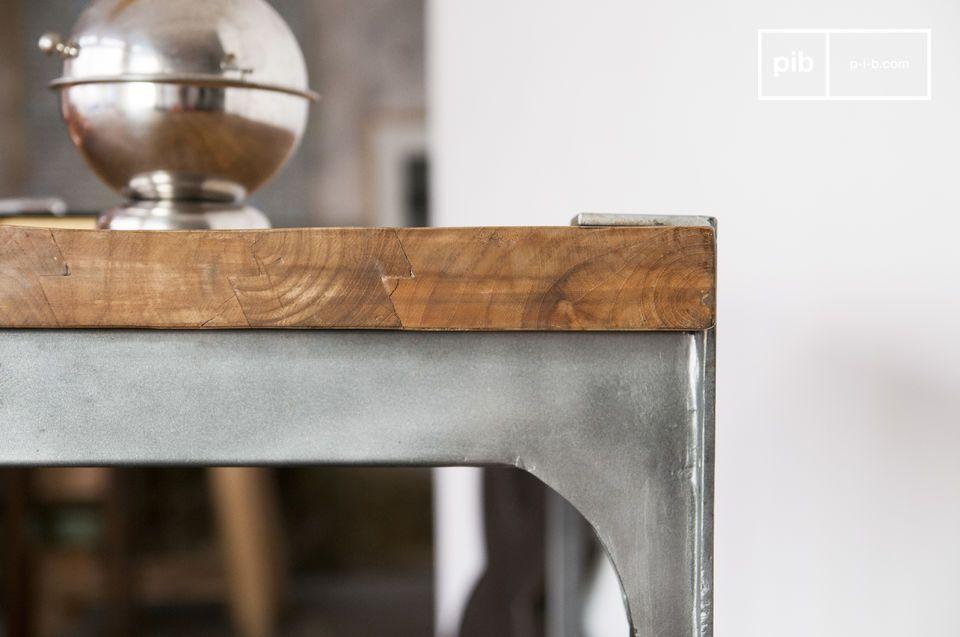 Opta per questo tavolo bar che unisce robusto legno di teak e acciaio