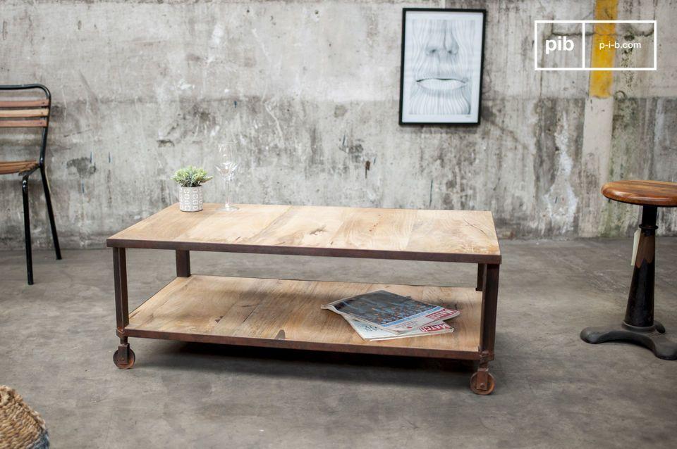 I due piani del tavolo sono sostenuti da una struttura in acciaio che enfatizza il tocco