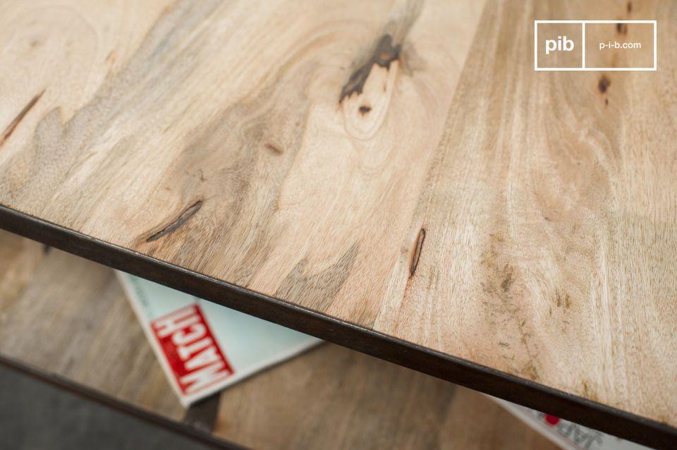 Un robusto tavolino da salotto