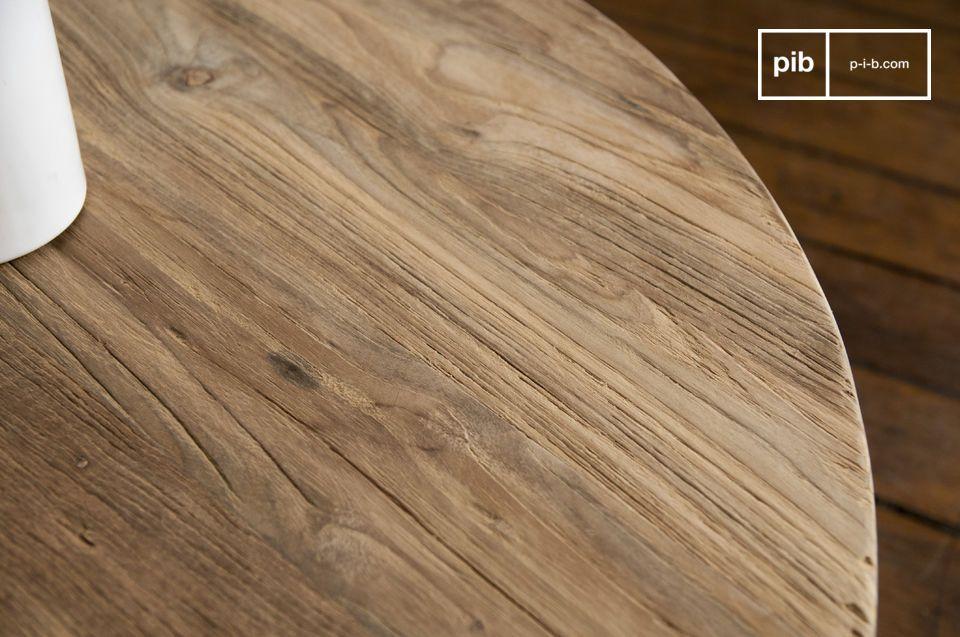 Il tavolino da caffè Hërkal si distingue per il bellissimo aspetto naturale del legno