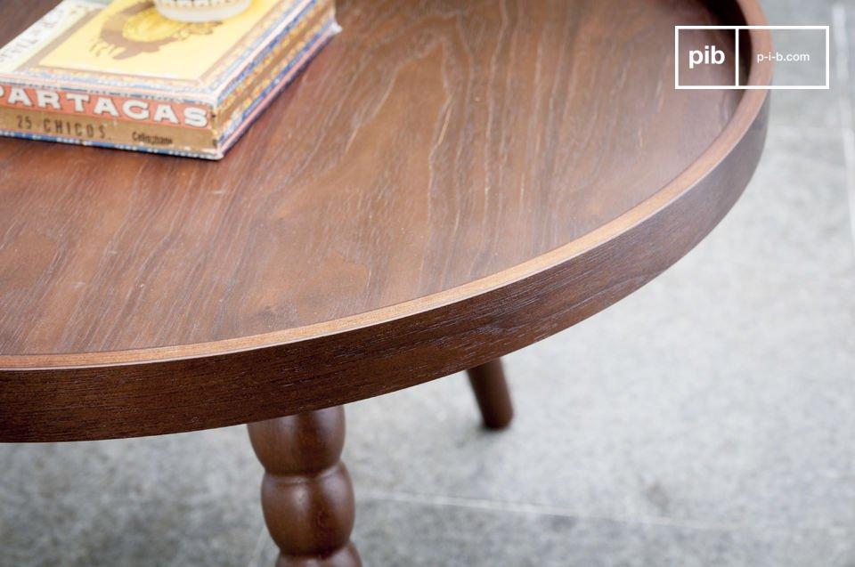 Il tavolo vintage Katalina è un mobile pieno di charm che porterà un tocco di stile neo retro nel