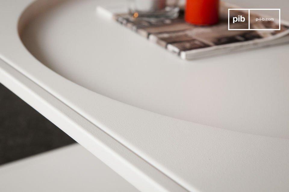 Il tavolino Nölbis in metallo è stato dipinto con una resistente pittura bianca opaca
