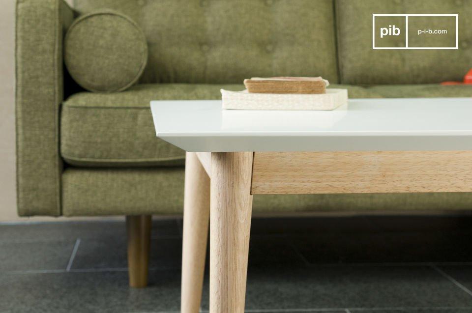 Interamente realizzato in legno con le linee tipiche degli anni 50