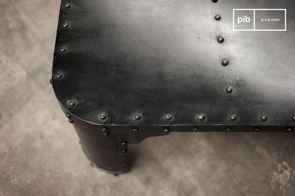 Questo tavolini da salotto design possiede un sofisticato design industriale
