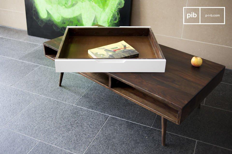 Questo tavolino da salotto in legno di palissandro