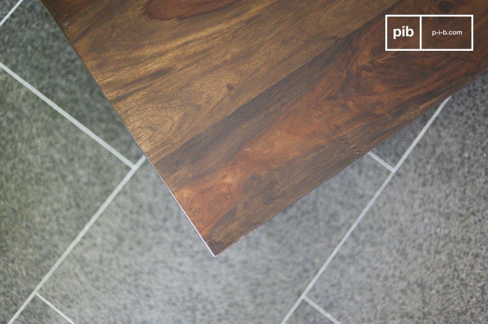 Il tavolino da salotto Brown&White ha un cassetto pratico ed originale che può essere aperto su