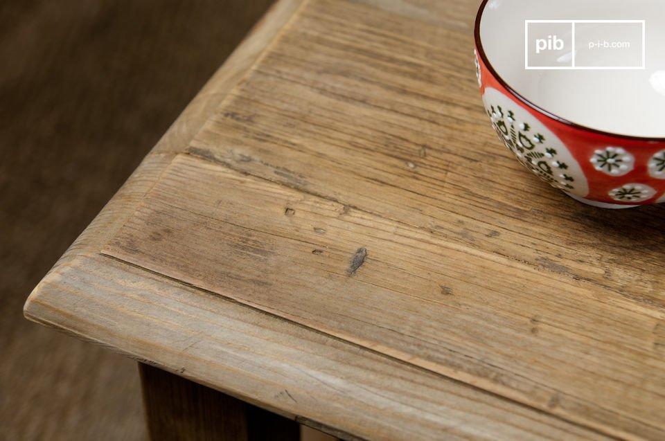 Il tavolino ha una silhouette molto sobria e sarà un arredo perfetto in casa tua