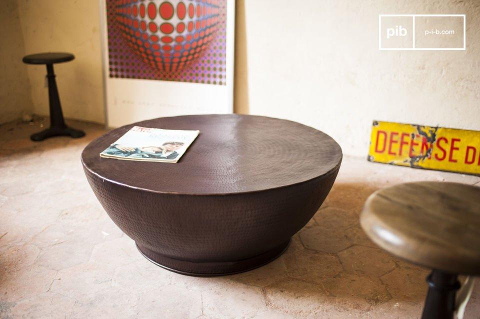 Il tavolino da salotto Calaba è un pezzo u nico nel suo genere