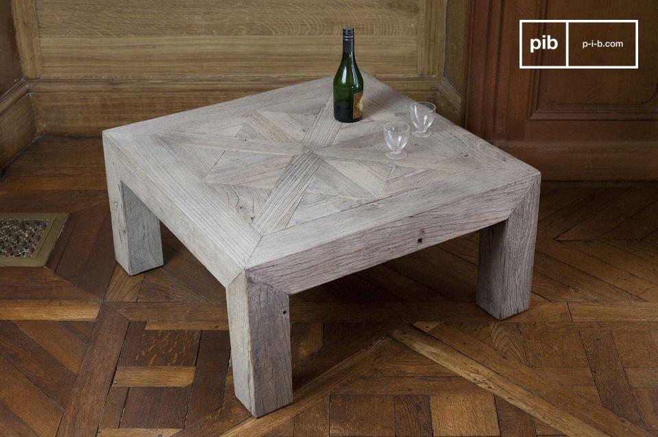 Realizzato interamente in legno pregiato