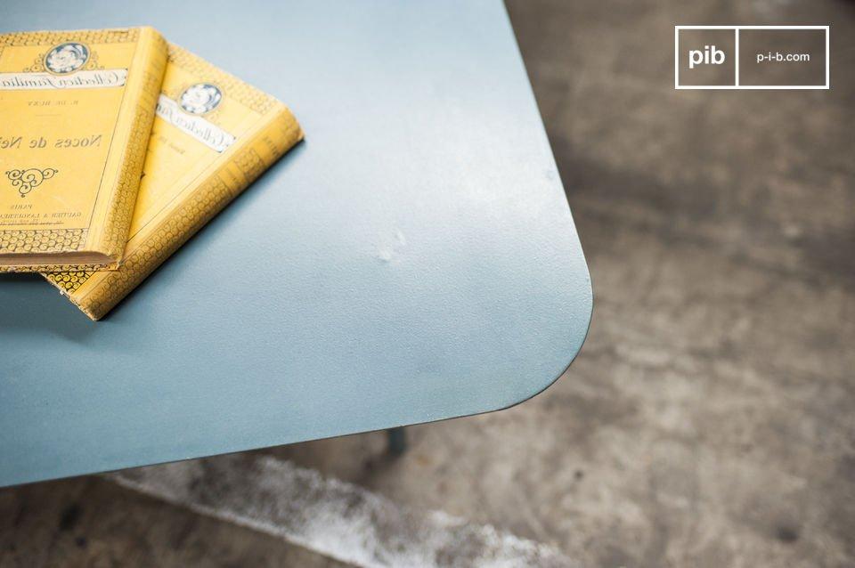 Un tavolino in metallo per il tuo arredo in stile Vintage