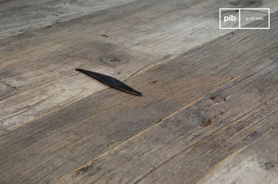 Grande tavolino da salotto interamente in vecchio e pregiato legno recuperato