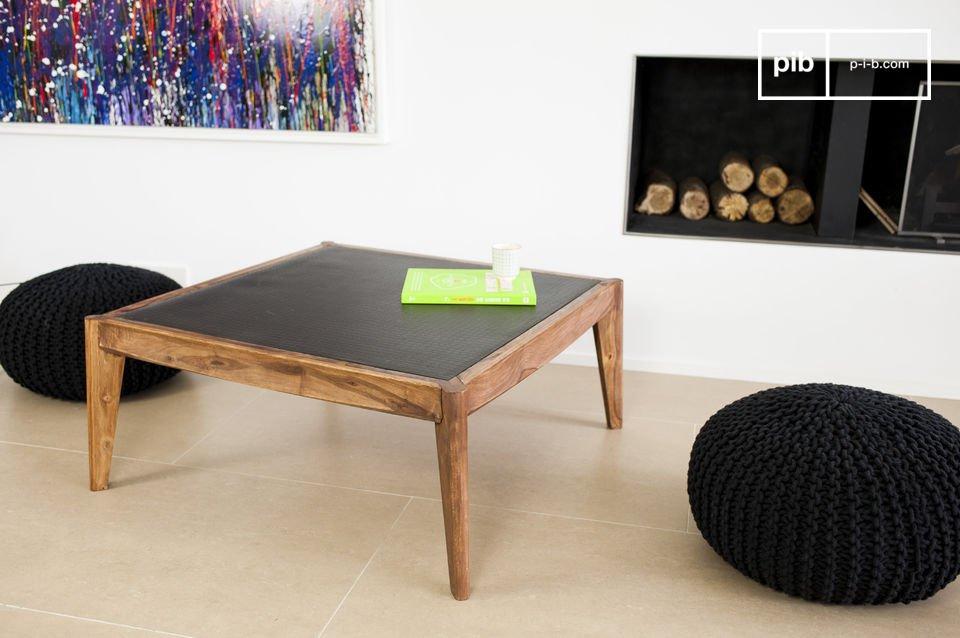 Il tavolino da salotto Narod combina l\'eleganza dello stile Scandinavo della metà del XX secolo