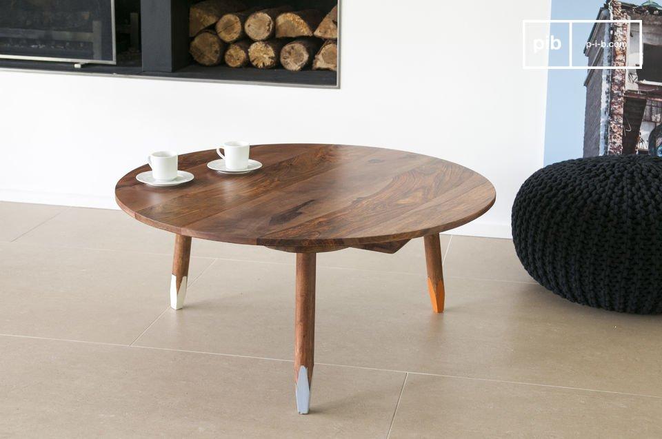 Il tavolino da salotto Pencil è un elegante complemento d\'arredo che porterà un deciso carattere