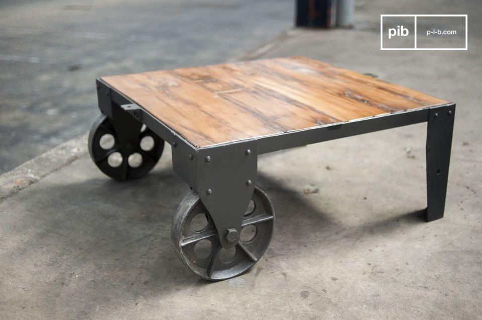 Tavolino da salotto stile carrello su rotaia